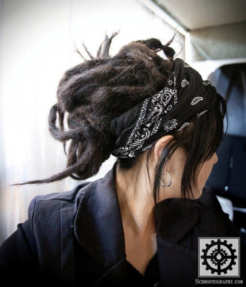 b&w headband scarf- why do I look like widow twanky when I wear a head band?!