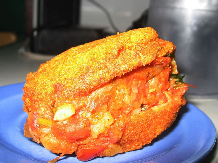 Acarajé is peeled black-eyed peas formed into a ball and then deep-fried. ◆Benin - Wikipedia https://en.wikipedia.org/wiki/Benin #Benin
