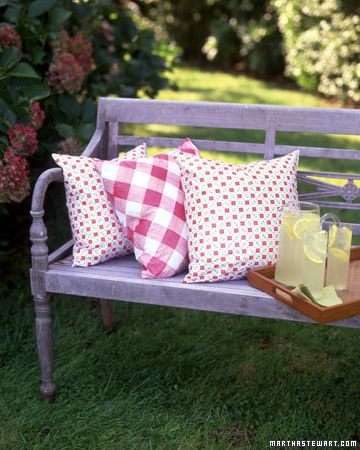 Outdoor Pillows.  What a cool way to use vinyl tableclothes.  :): Pillows Covers, Ideas, Benches, Make Pillows, Outdoor Pillows, Outdoor Cushions, Backyard Living, Crafts, Vinyls Tablecloths