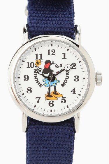 Mickey Watch M30-02-WHNV  Mickey Watch M30-02-WHNV 9720 Disneyオフィシャルミッキーウォッチから新作が登場 オールドミニーの腕が動く事で現在の時刻を知らせてくれる かわいいデザイン カジュアルな服装にはもちろんのこと あえてジャケット等と合わせていただいてもとってもオシャレ!! 同じシリーズでミッキーマウスのバージョンもご用意しております お友達と恋人とお揃いで付けていただくのも!!! 春夏のスタイリングのお供にいかがでしょうか ギフトとしてもおすすめです 素材合金 ベルト素材ナイロン ムーブメント電池式 防水性生活防水 保証書について 保証書は購入明細書納品書と合せて保管していただきますようお願いします 修理の際は保証書と購入明細書納品書を合わせてご提出ください