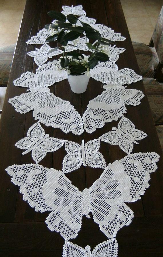 Nappe chemin de table Papillons crochet fait main art textile contemporain