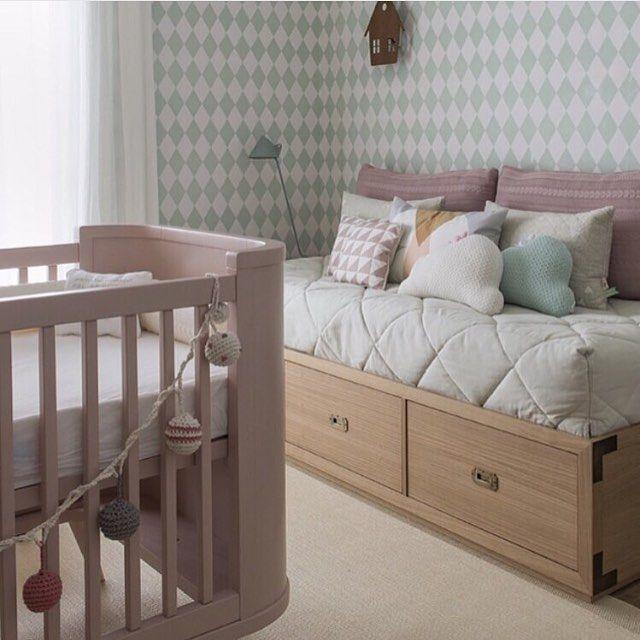 Quartinho de bebê, adorei a paleta de cores, principalmente o rosa com verde, ficou suave e bem charmoso!!! Projeto by @triplex_arquitetura #babyroom #baby #babygirl #babies #bebe #meubebe #mybaby #bedroom #cute #love #cores #colors #sp #decoracao #homedecor #clean #photooftheday #arquiteta #blogfabiarquiteta #fabiarquiteta