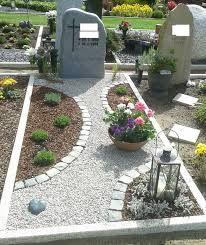 Die 25+ Besten Ideen Zu Grabgestaltung Doppelgrab Auf Pinterest ... Grabgestaltung Ideen Blumen Pflanzen Deko
