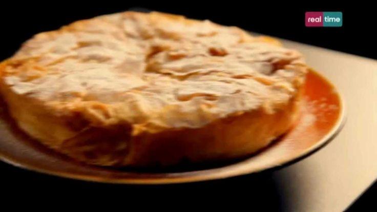 """Cucina con Ramsay # 59:  Pastilla di pollo facile La Pastilla (pronuncia """"Bastila"""") è un piatto tipico marocchino. Pollo al posto del manzo, Pasta Fillo invece che pasta sfoglia, ma il concetto è lo stesso delle Empanadas sudamericane. In questa ricetta si mescola il gusto dolce e gli aromi delle spezie nei piatti salati. La pasta Fillo, una..."""
