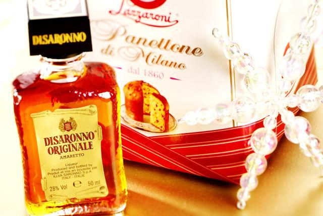 30 Delicious Drinks You Can Mix Up Using Amaretto: Panettone and bottle of Disaronno amaretto liqueur