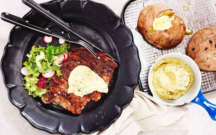 Hemlagad bearnaisesås är en ren njutning med sin karaktäristiska och fylliga smak av smör och dragon. Bjud bearnaise till stekt kött, fisk eller varma grönsaker.