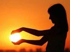 Le REIKI : le recevoir, le transmettre, l'apprendre et l'utiliser au quotidien. Votre sorcière bien-aimée du calendrier-lunaire.info vous explique tout ...