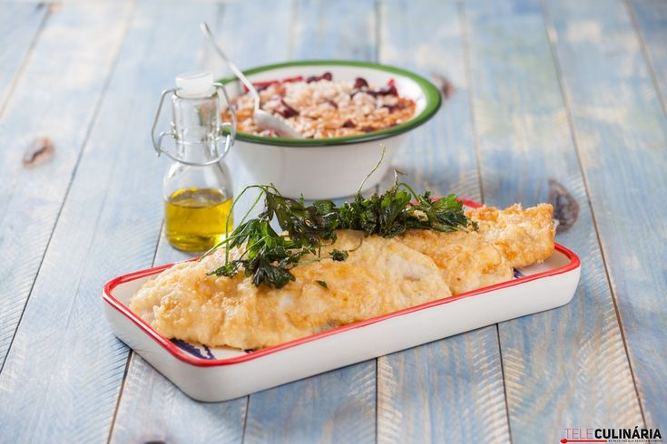 Receita de Filetes de peixe espada com arroz. Descubra como cozinhar Filetes de peixe espada com arroz de maneira prática e deliciosa!