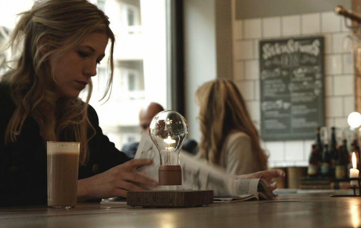 Flyte, zwevende gloeilamp, mobiel oplaadstation, duurzaam - Hipsterverlichting voor bij je iets te dure koffie; Flyte - Wonen voor Mannen