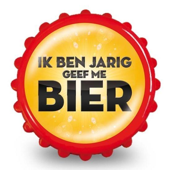 Bieropener ik ben jarig geef me bier  Bierdop Flesopener met de tekst: Ik ben jarig geef me bier. Erg leuk als kado voor een verjaardag! De flesopener heeft twee magneten aan de binnenkant waardoor je deze makkelijk aan de koelkast kan bevestigen. De flesopener heeft een diameter van 8 cm.  EUR 2.99  Meer informatie  #sinterklaas #zwartepiet