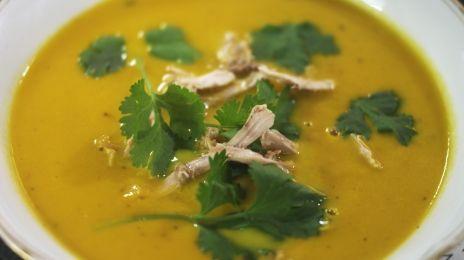 Wortel-kokossoep met curry en koriander | Jeroen Meus (met groentebouillon en zonder kip)