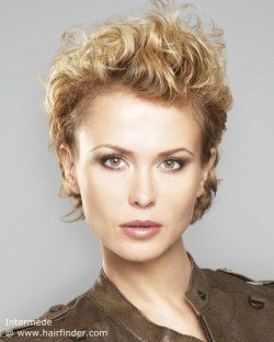 Short hairstyle for curly blonde hair. Messy look with scrunched hair.