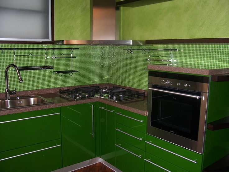 Oltre 25 fantastiche idee su arredamento cucina color - Cucina verde mela ...