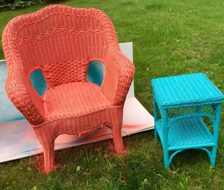 Second hand worn wicker patio furniture turned fun for Outdoor furniture 2nd hand