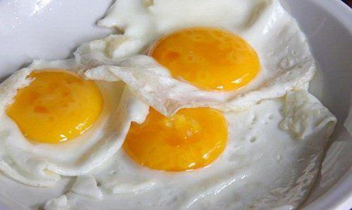Jajka - czy ich jedzenie jest bezpieczne dla zdrowia? Ile sztuk można zjeść na tydzień? Czy można jeść jajka codziennie? Raz na tydzień?