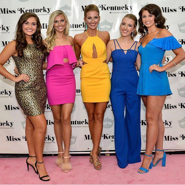 Kentucky girls are the best girls 💁🏼✨🎀 @miss_ky_pageant . . . #misskentucky #misskyfashionshow #kentuckybeauty #bluegrassbeauty #beautypageant #naturalbeauty #fashion #glam . 📸  Paul Atkinson Natural Beauty from BEAUT.E