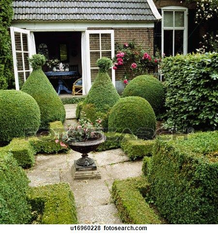 20 best images about backyard on pinterest gardens for Small french courtyard gardens