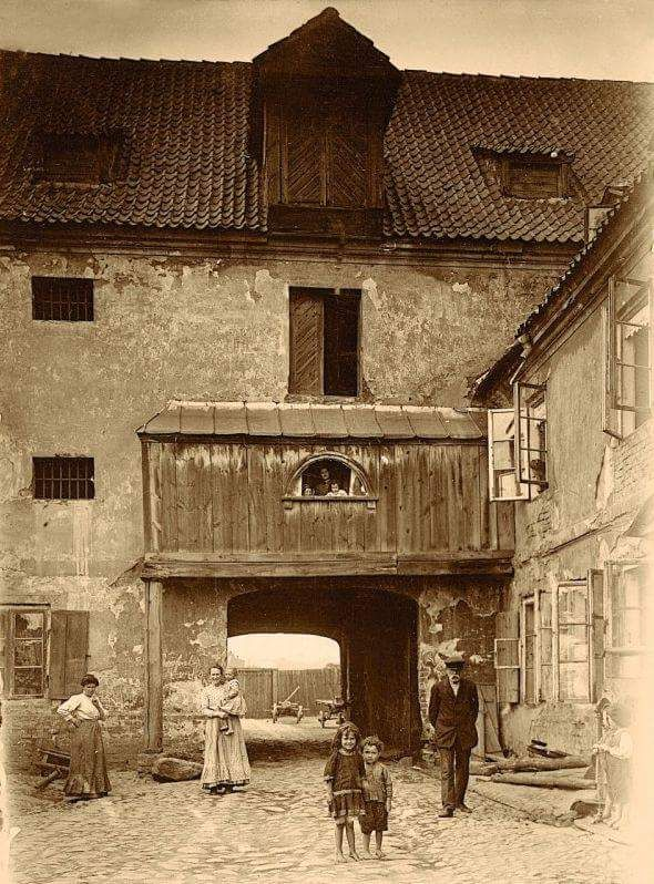 """Historia Warszawy na Twitterze: """"Spichlerz na Solcu, rok 1915 https://t.co/aOZOu18VTj"""""""
