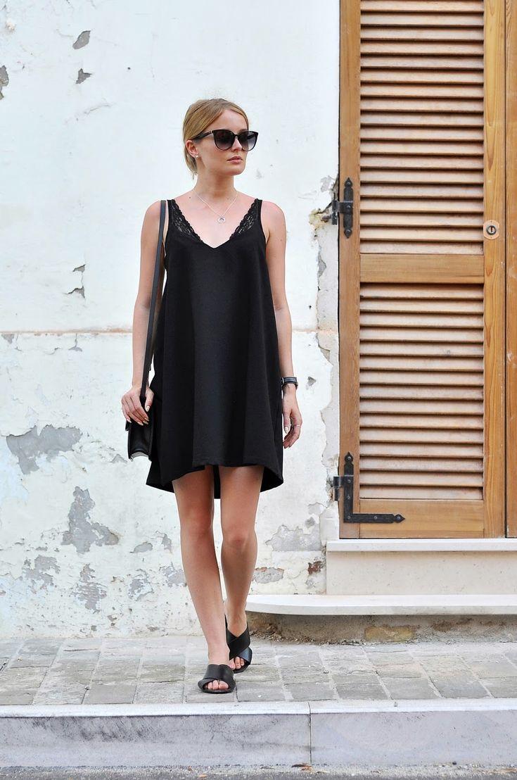 BLACK V-NECK DRESS / SUMMER TIME: PATINESS