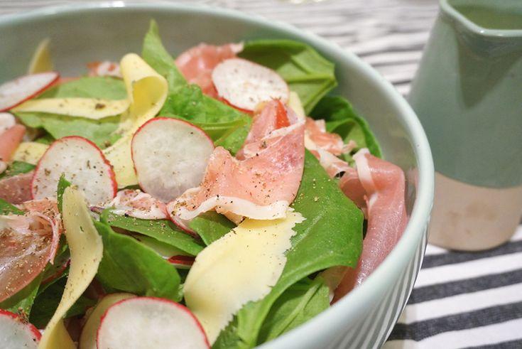 receita   salada de espinafre com presunto cru e molho de mostarda com ervas