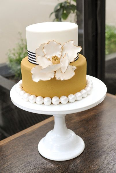 Oak buff and white wedding cake | fabmood.com