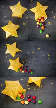 Um monte de estrelinhas recheadas com balas ou confeitos de chocolate são lembrancinhas ótimas para os colegas de classe ou de trabalho. Escolha um papel de gramatura alta para fazer as caixinhas de estrela e siga o tutorialaqui. [LINK: http://vixyblu.blogspot.com.br/2013/05/tutorial-cutii-stelute-3d.html ]