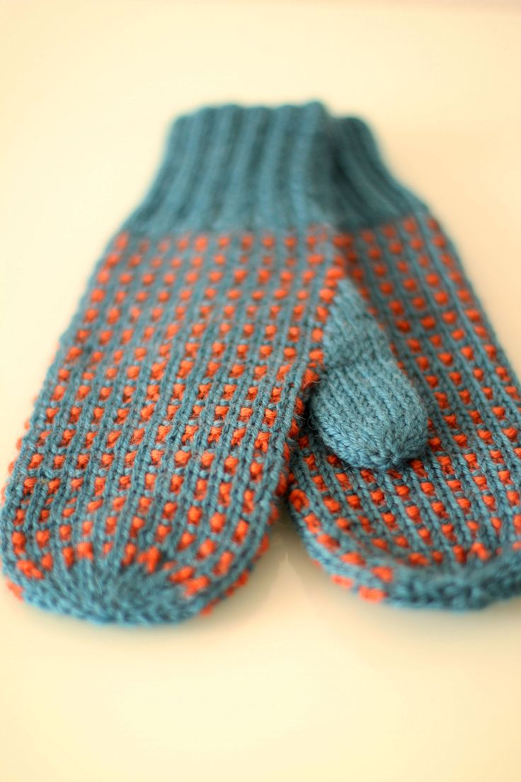Free pattern for these lovely Kaisa-mittens at www.kretido.com