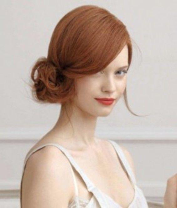 横に流した前髪とサイドシニョンで昔のハリウッド女優のように。