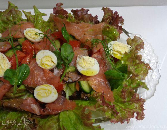 Норвежский овощной салат с копченым лососем. Ингредиенты: огурцы свежие, помидоры, баклажаны