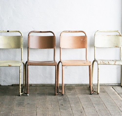 Love this natural, rustic colour combination. We think these retro chairs will inject some simple style into your spring wedding.