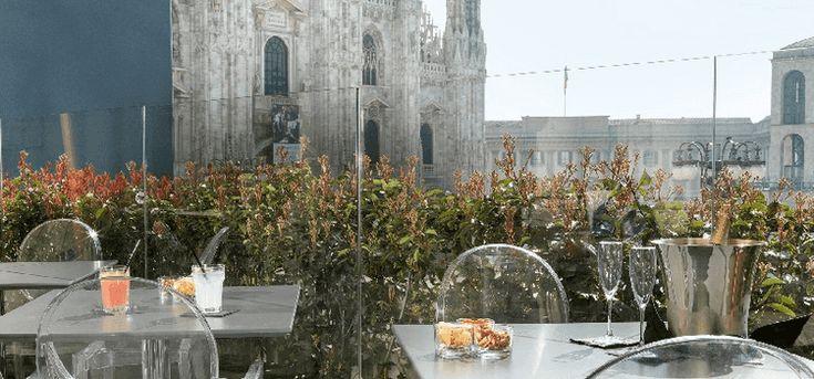 E' indiscutibile che il punto di forza di questo locale sia la posizione: in piena Piazza Duomo, offre una vista mozzafiato dalla terrazza da un  ...