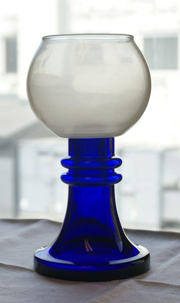 Hadeland - koboltblått og hvitt glass. H= 20 cm. Vekt 600 gr. Produktbilde