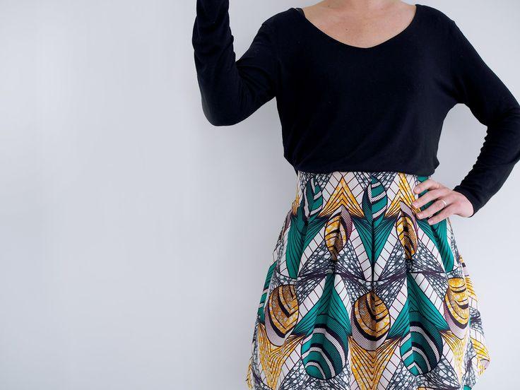 Un tissu coup de coeur + un de mes patrons préférés = cette jupe que je porterai pour une occasion très spéciale dans quelqu...