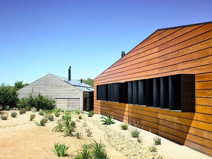 Hill Plains Cottage by Wolveridge Architects. Photography: Derek Swalwell