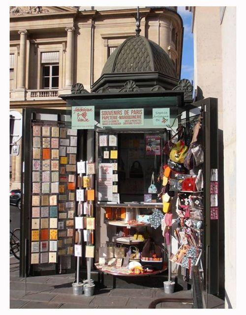 """""""Makers Move"""" go Paris - KIOSQUE de la VILLE DE PARIS - Palais Royal - Makers Move Kiosk, un moyen d'échange Du 15 septembre au 1er octobre 2013 -"""