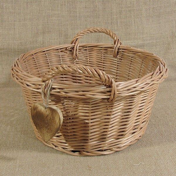 Okrągły koszyk z uszkami zdobiony serduszkiem