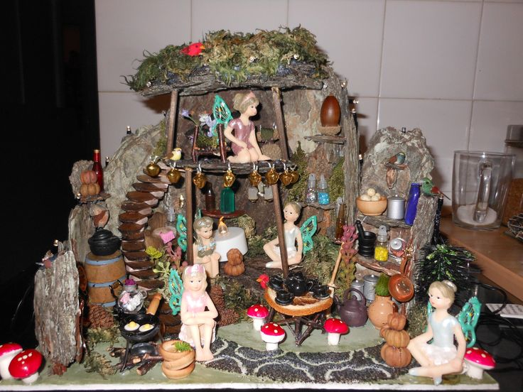 Miniature Fairy House Completed on the 29/10/2013 This is gorgeous!
