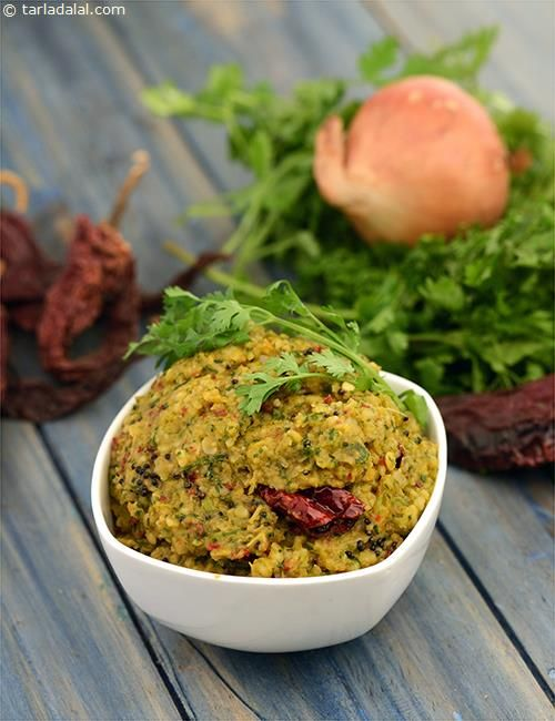 Coriander-Onion Chutney, tamarind and a selection of spices like asafoetida and red chillies add to the pungency, making sure that the coriander-onion chutney really kindles your gastronomic juices.