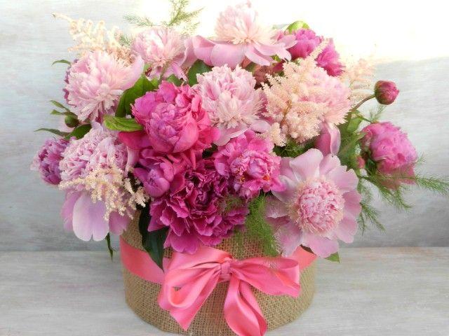 fabulous arrangement with pink peonies- aranjament fabulos cu bujori roz