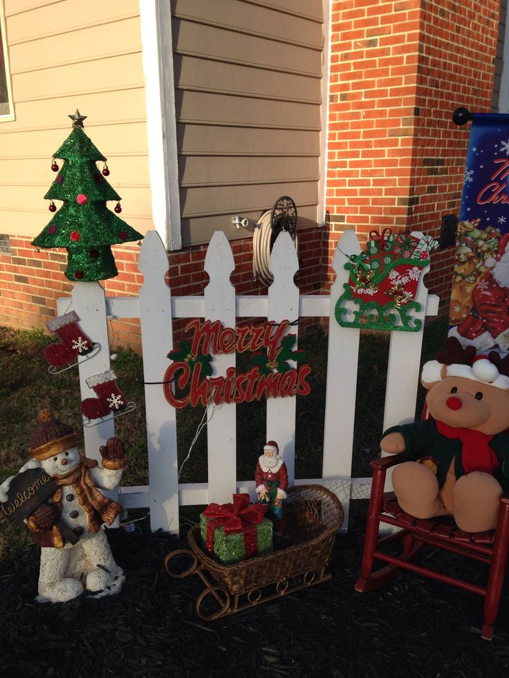 The simplest of decorations can win in our Decked Out Deck Contest.  All you need are a lot of friends to vote for your entry.  Life's Better when you live the Red Oak Life.  Enter our contest to win money!  Decked out Deck app is on our facebook page:  www.facebook.com/redoaklife
