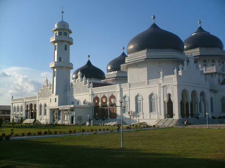 Name: Banda Aceh Main Mosque in Indonesia