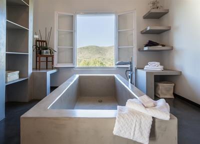 Eine Auswahl der edelsten #Badezimmer in spanischen Villen und Fincas. Kann man mieten!