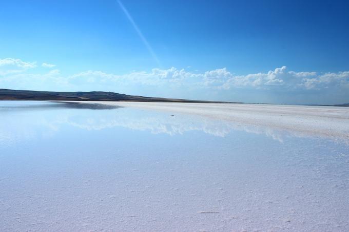 トルコのウユニ塩湖!幻想的な景色が広がる「トゥズ湖」の魅力 | RETRIP