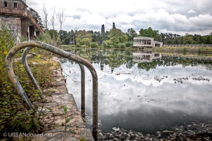 Bloso Outdoor is an  abandoned outdoor sports facility near the Belgium village of Hofstade. This is a view of the pool.