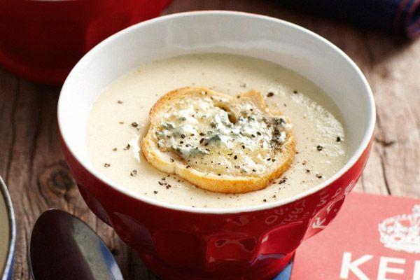 Σούπα με πράσα, κρεμμύδια και μετσοβόνε