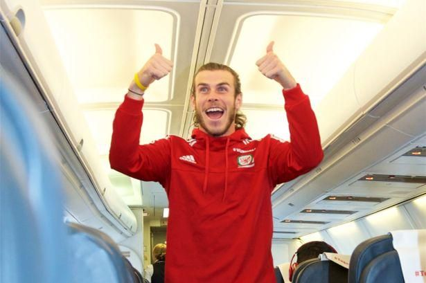 Wales players mark Euro 2016 qualification with celebrations on flight back from Bosnia http://mirr.im/1RBl9tZ