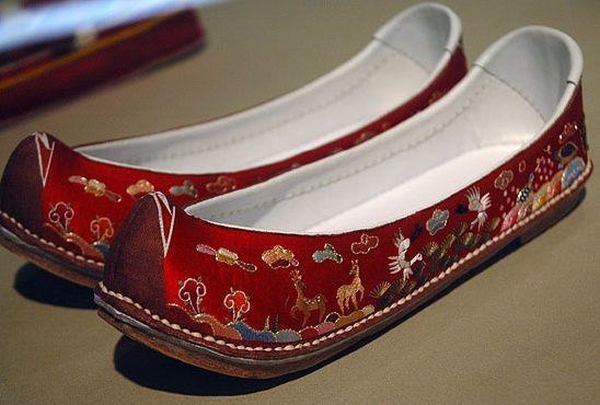 수혜 (繡鞋) suhye - embroidered slippers