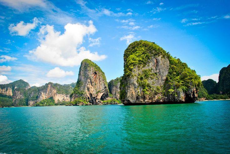 Les îles Ko Lanta en Thaïlande, dans la province de Krabi, sont au nombre de deux : Koh Lanta Noi (nord) et Koh Lanta Yai (Sud) et c'est sur cette dernière que se concentre les hôtels. Les plus belles plages sont sur la côte ouest: Long Beach, Lanta Klong Nin Beach,Klong Khong Accès : Accessible…