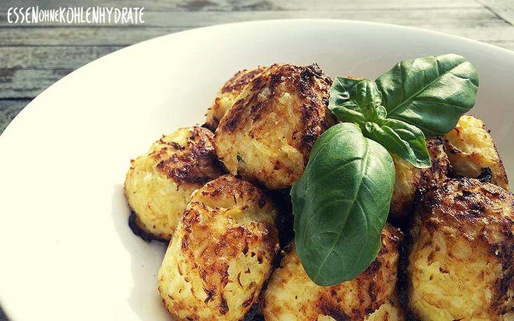 Low Carb Rezept für ein leckere kleine Blumenkohl-Käsebällchen. Wenig Kohlenhydrate und einfach zum Nachkochen. Super für Diät/zum Abnehmen.