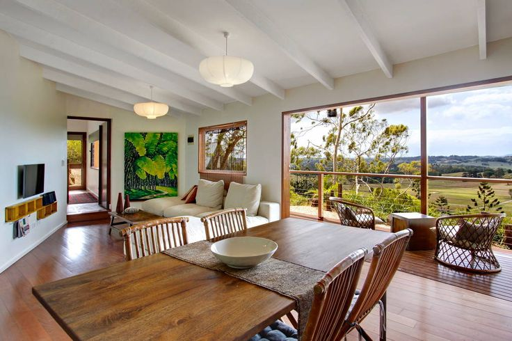 House in Montecollum, Australia. This wonderfully renovated 2 bedroom studio offers amazing views back to the lighthouse. One of two properties set on 5 acres surrounded by beautiful landscaped gardens Eastern Rise Studio offers guests a contemporary rural stay. Eastern Rise Stu...